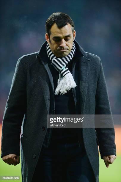 Fussball 1 Bundesliga Saison 2013/2014 15 Spieltag SV Werder Bremen FC Bayern Muenchen Trainer Robin Dutt nachdenklich