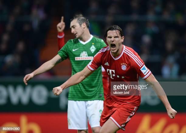 Fussball 1 Bundesliga Saison 2013/2014 15 Spieltag SV Werder Bremen FC Bayern Muenchen Bayern Muenchen Torschuetze zum 02 Daniel van Buyten und Luca...