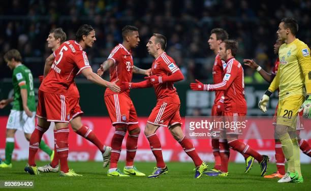Fussball 1 Bundesliga Saison 2013/2014 15 Spieltag SV Werder Bremen FC Bayern Muenchen Bayern Muenchen Toni Kroos Daniel van Buyten Jerome Boateng...