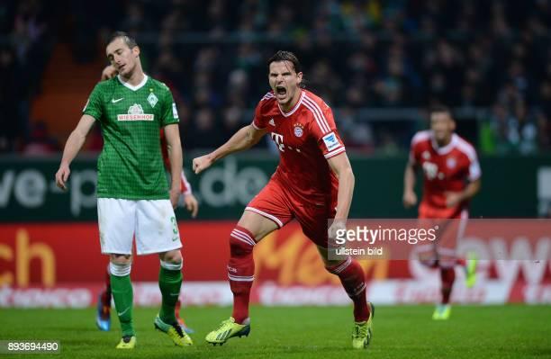 Fussball 1 Bundesliga Saison 2013/2014 15 Spieltag SV Werder Bremen FC Bayern Muenchen Bayern Muenchen Torschuetze zum 02 Daniel van Buyten Mitte und...