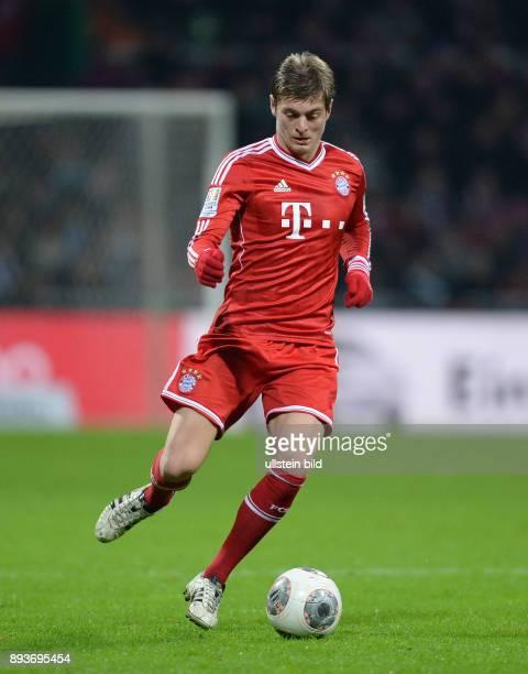 Fussball 1 Bundesliga Saison 2013/2014 15 Spieltag SV Werder Bremen FC Bayern Muenchen Toni Kroos am Ball