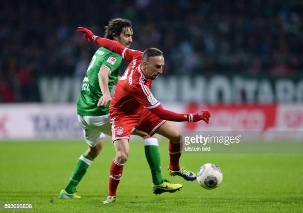 Fussball 1 Bundesliga Saison 2013/2014 15 Spieltag SV Werder Bremen FC Bayern Muenchen Franck Ribery gegen Santiago Garcia
