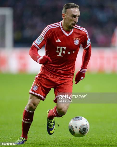 Fussball 1 Bundesliga Saison 2013/2014 15 Spieltag SV Werder Bremen FC Bayern Muenchen Franck Ribery am Ball