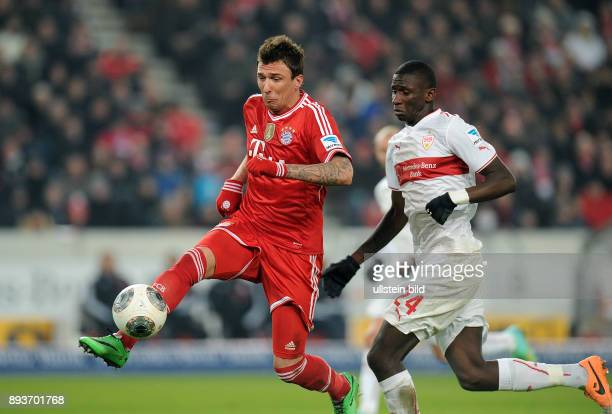 Fussball 1 Bundesliga Saison 2013/2014 17 Spieltag VfB Stuttgart FC Bayern Muenchen Mario Mandzukic gegen Antonio Ruediger