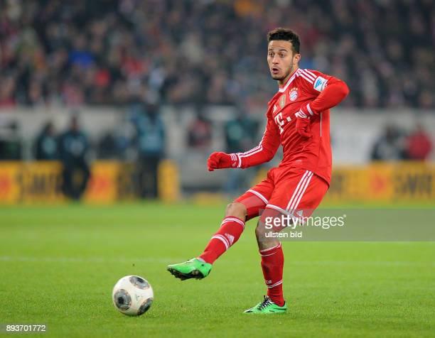 Fussball 1 Bundesliga Saison 2013/2014 17 Spieltag VfB Stuttgart FC Bayern Muenchen Thiago Alcantara am Ball