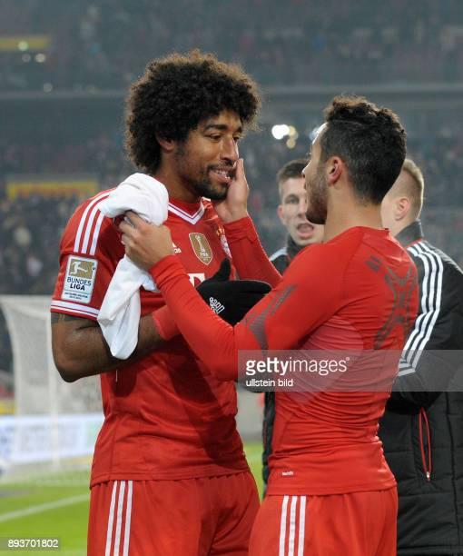 Fussball 1 Bundesliga Saison 2013/2014 17 Spieltag VfB Stuttgart FC Bayern Muenchen Bayern Muenchen Torschuetze zum 12 Thiago Alcantara klatscht...