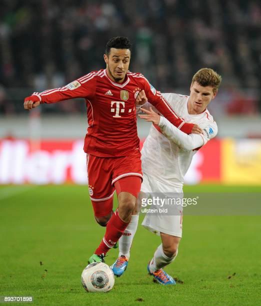 Fussball 1 Bundesliga Saison 2013/2014 17 Spieltag VfB Stuttgart FC Bayern Muenchen Thiago Alcantara gegen Timo Werner