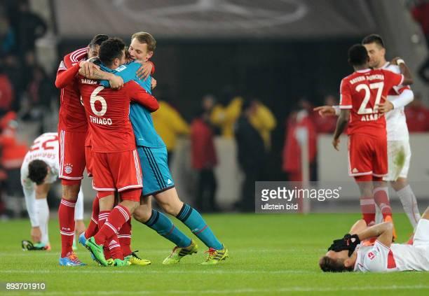 Fussball 1 Bundesliga Saison 2013/2014 17 Spieltag VfB Stuttgart FC Bayern Muenchen SCHLUSSJUBEL Torschuetze zum 11 Ausgleich Claudio Pizarro mit...
