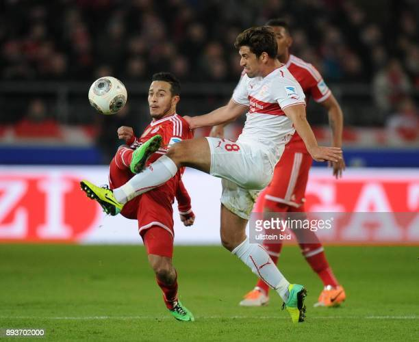 Fussball 1 Bundesliga Saison 2013/2014 17 Spieltag VfB Stuttgart FC Bayern Muenchen Rani Khedira gegen Thiago Alcantara