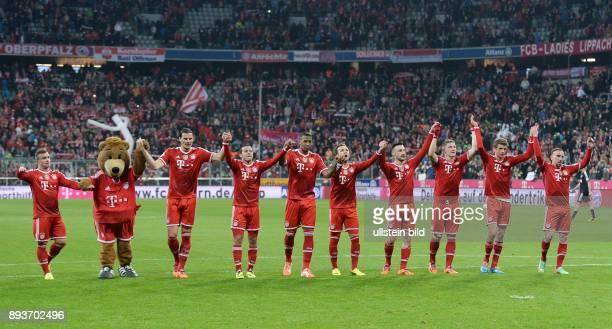 Fussball 1 Bundesliga Saison 2013/2014 25 Spieltag FC Bayern Muenchen Bayer Leverkusen LAOLA beim FC Bayern Muenchen Xherdan Shaqiri Maskottchen...