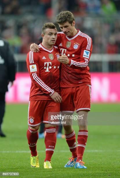 Fussball 1 Bundesliga Saison 2013/2014 25 Spieltag FC Bayern Muenchen Bayer Leverkusen Thomas Mueller umarmt nach Sielende Xherdan Shaqiri