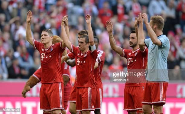Fussball 1 Bundesliga Saison 2013/2014 9 Spieltag FC Bayern Muenchen 1 FSV Mainz Schlussjubel FC Bayern Muenchen Laola Bastian Schweinsteiger Philipp...
