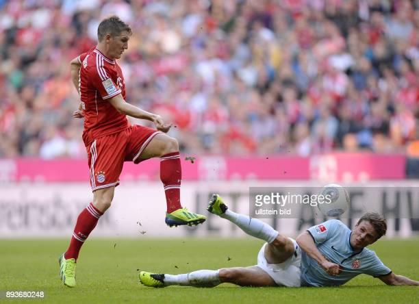 Fussball 1 Bundesliga Saison 2013/2014 9 Spieltag FC Bayern Muenchen 1 FSV Mainz Bastian Schweinsteiger gegen Nicolai Mueller