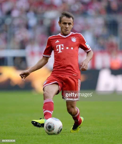 Fussball 1 Bundesliga Saison 2013/2014 9 Spieltag FC Bayern Muenchen 1 FSV Mainz Bastian Schweinsteiger am Ball