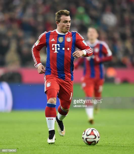 Fussball 1 Bundesliga Saison 2014/2015 16 Spieltag FC Bayern Muenchen SC Freiburg Xherdan Shaqiri am Ball