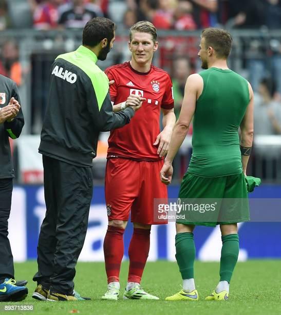 Fussball 1 Bundesliga Saison 2014/2015 32 Spieltag FC Bayern Muenchen FC Augsburg Trikottausch Bastian Schweinsteiger mit Halil Altintop und Daniel...