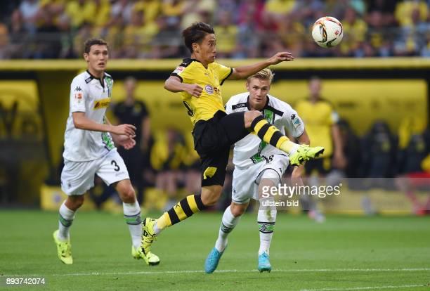Fussball 1 Bundesliga Saison 2015/2016 1 Spieltag Borussia Dortmund Borussia Moenchengladbach Shinji Kagawa beobachtet von Andreas Christensen und...