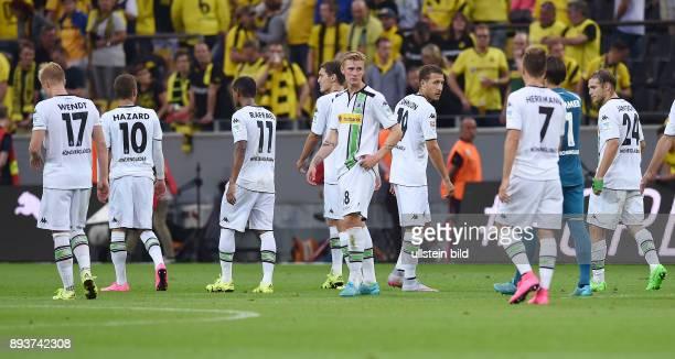 Fussball 1 Bundesliga Saison 2015/2016 1 Spieltag Borussia Dortmund Borussia Moenchengladbach Enttaeuschung Gladbach Oscar Wendt Thorgan Hazard...