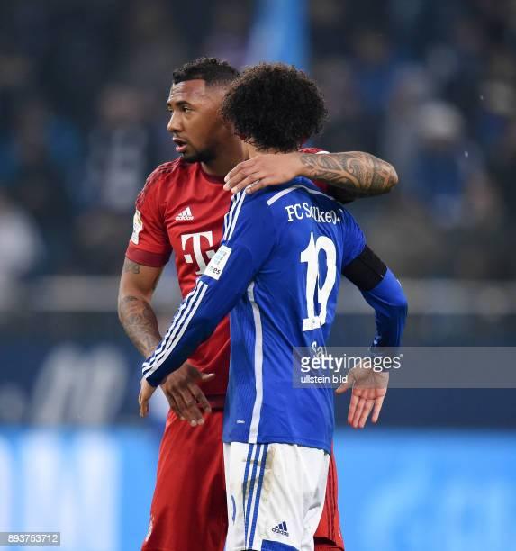Fussball 1 Bundesliga Saison 2015/2016 13 Spieltag in Gelsenkirchen FC Schalke 04 FC Bayern Muenchen Jerome Boateng umarmt Leroy Sane