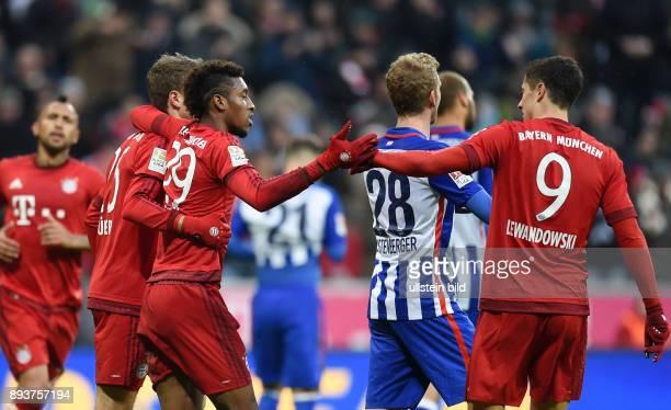 Fussball 1. Bundesliga Saison 2015/2016 14. Spieltag FC Bayern Muenchen - Hertha BSC Berlin Teamjubel FC Bayern Muenchen; Thomas Mueller, Kingsley...