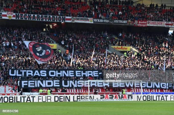 Fussball 1 Bundesliga Saison 2015/2016 15 Spieltag VfB Stuttgart SV Werder Bremen Fans vom VfB Stuttgart hissen Banner mit der Aufschrift ULTRAS OHNE...