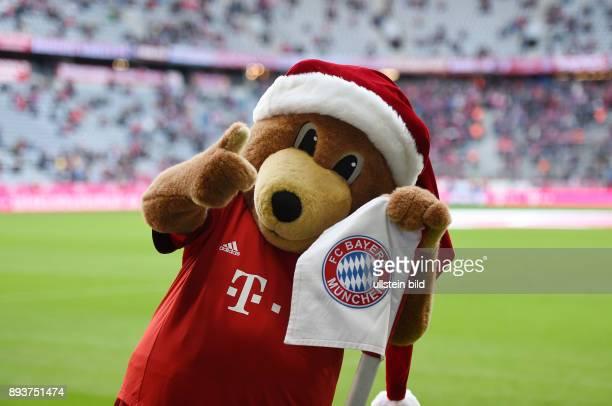 Fussball 1 Bundesliga Saison 2015/2016 16 Spieltag FC Bayern Muenchen FC Ingolstadt FC Bayern Maskottchen Berni mit der Eckfahne in der Allianz Arena