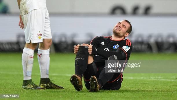 Fussball 1 Bundesliga Saison 2015/2016 19 Spieltag VfB Stuttgart Hamburger SV PierreMichel Lasogga verletzt am Boden