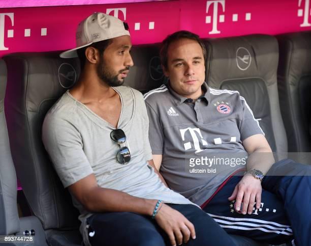 Fussball 1 Bundesliga Saison 2015/2016 3 Spieltag FC Bayern Muenchen Bayer 04 Leverkusen Mehdi Benatia mit Dr Volker Braun