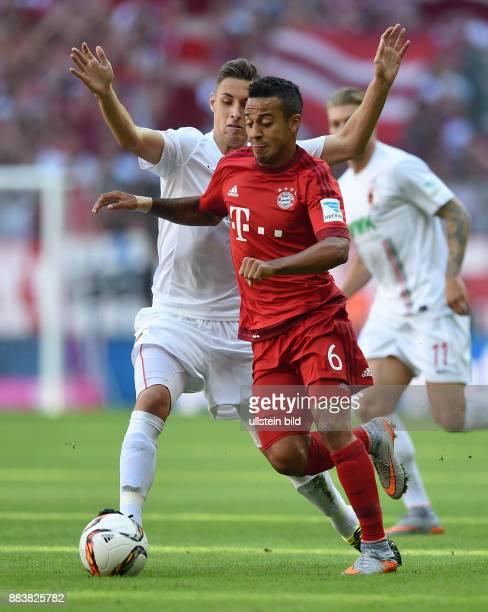 Fussball 1 Bundesliga Saison 2015/2016 4 Spieltag FC Bayern Muenchen FC Augsburg Dominik Kohr gegen Thiago Alcantara