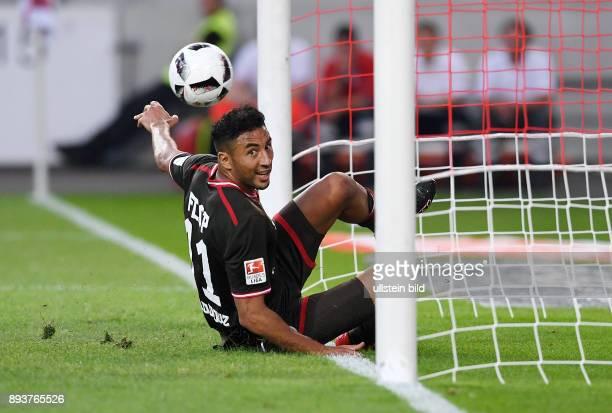 Fussball 1 Bundesliga Saison 2016/2017 1 Spieltag VfB Stuttgart FC Bayern Muenchen Aziz Bouhaddouz erzielt hier das Tor zum 01