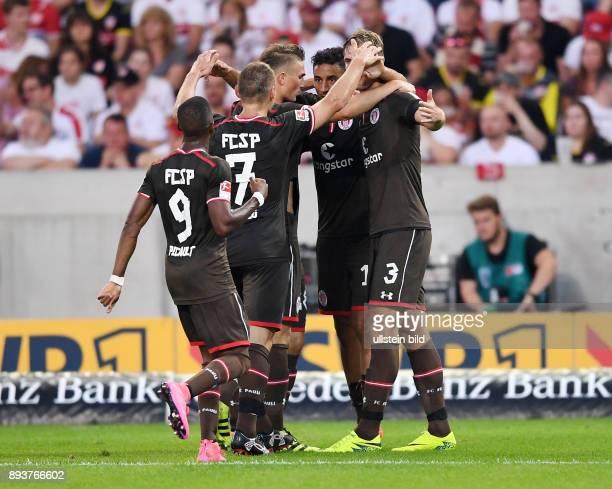 Fussball 1 Bundesliga Saison 2016/2017 1 Spieltag VfB Stuttgart FC Bayern Muenchen St Pauli Fabrice Picault Bernd Nehrig Philipp Ziereis Torschuetze...