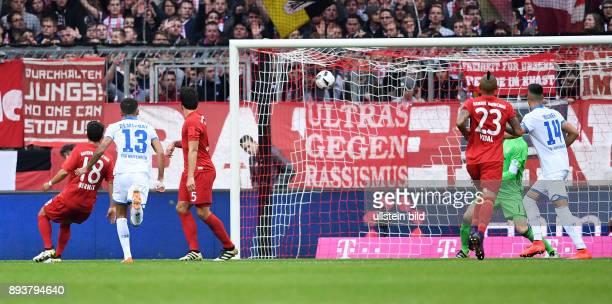Fussball 1 Bundesliga Saison 2016/2017 10 Spieltag FC Bayern Muenchen TSG 1899 Hoffenheim Kerem Demirbay erzielt das Tor zum 01