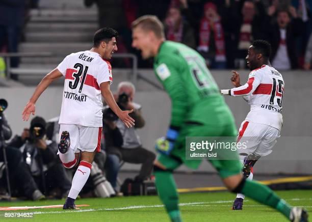 Fussball 1 Bundesliga Saison 2016/2017 10 Spieltag VfB Stuttgart 1860 Muenchen VfB Stuttgart nach dem Tor zum 10 Torschuetze Berkay Oezcan und Carlos...