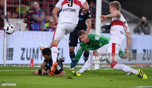 Fussball 1 Bundesliga Saison 2016/2017 10 Spieltag VfB Stuttgart 1860 Muenchen Tor zum 20 durch Timo Baumgartl Torwart Jan Zimmermann geschlagen