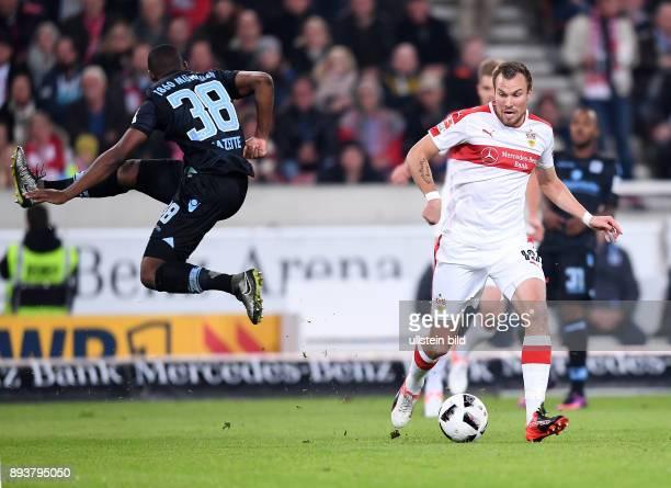 Fussball 1 Bundesliga Saison 2016/2017 10 Spieltag VfB Stuttgart 1860 Muenchen Kevin Grosskreutz am Ball gegen Victor Andrade