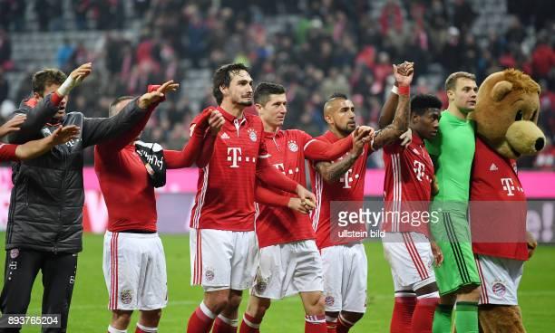 Fussball 1 Bundesliga Saison 2016/2017 12 Spieltag FC Bayern Muenchen Bayer 04 Leverkusen Schlussjubel FC Bayern Muenchen Thomas Mueller Franck...