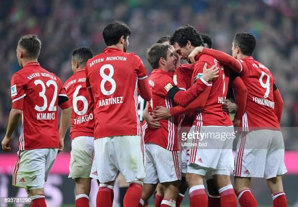 Fussball 1 Bundesliga Saison 2016/2017 12 Spieltag FC Bayern Muenchen Bayer 04 Leverkusen Bayern Muenchen Joshua Kimmich Thiago Alcantara Javi...