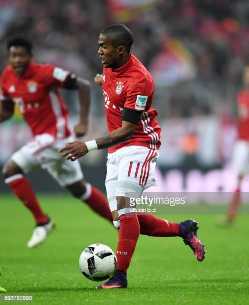 Fussball 1 Bundesliga Saison 2016/2017 12 Spieltag FC Bayern Muenchen Bayer 04 Leverkusen Douglas Costa am Ball