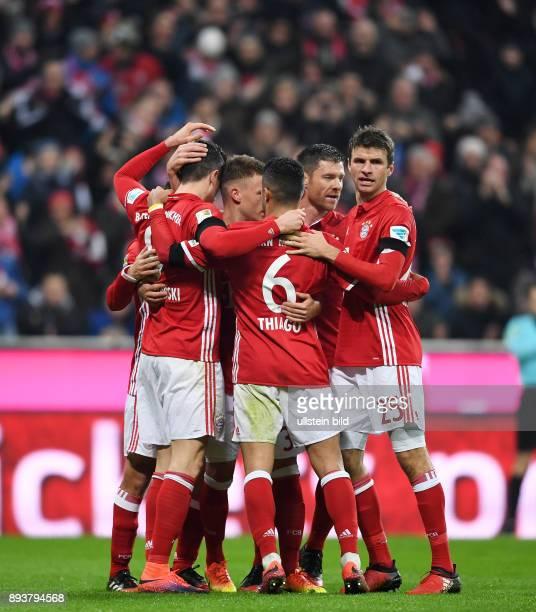 Fussball 1 Bundesliga Saison 2016/2017 12 Spieltag FC Bayern Muenchen Bayer 04 Leverkusen Bayern Muenchen Robert Lewandowski Joshua Kimmich...
