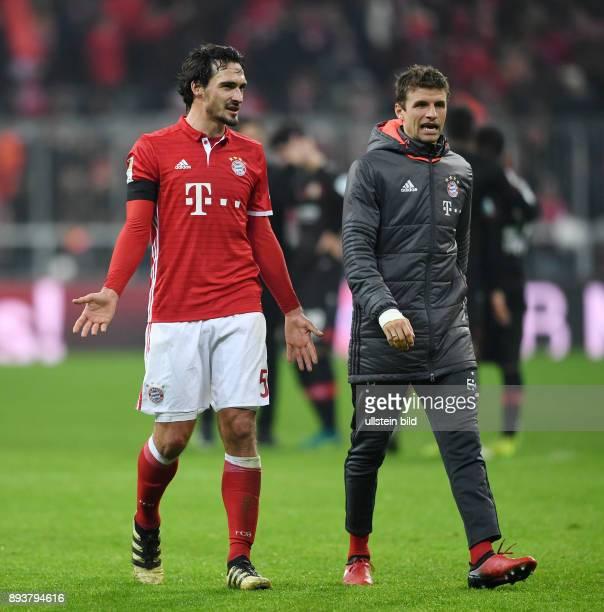 Fussball 1 Bundesliga Saison 2016/2017 12 Spieltag FC Bayern Muenchen Bayer 04 Leverkusen Mats Hummels und Thomas Mueller nach dem Spiel