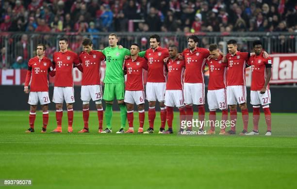 Fussball 1 Bundesliga Saison 2016/2017 12 Spieltag FC Bayern Muenchen Bayer 04 Leverkusen Team des FC Bayern Muenchen Philipp Lahm Robert Lewandowski...