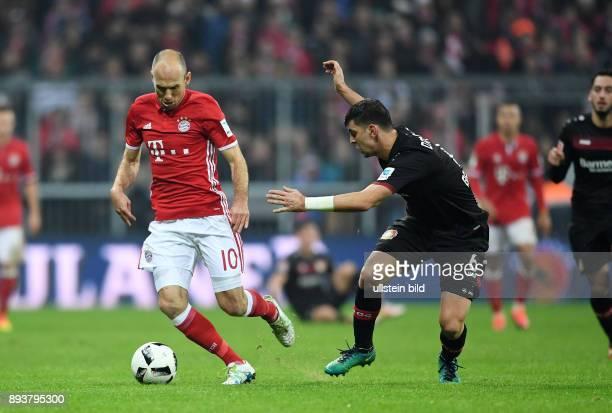 Fussball 1 Bundesliga Saison 2016/2017 12 Spieltag FC Bayern Muenchen Bayer 04 Leverkusen Arjen Robben gegen Aleksandar Dragovic