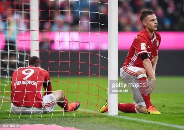 Fussball 1 Bundesliga Saison 2016/2017 12 Spieltag FC Bayern Muenchen Bayer 04 Leverkusen Enttaeuschung FC Bayern Muenchen Joshua Kimmich und Robert...