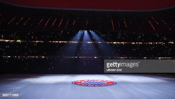 Fussball 1 Bundesliga Saison 2016/2017 16 Spieltag FC Bayern Muenchen RB Leipzig Der FC Bayern bedankt sich mit einer Lasershow bei seinen Fans fuer...