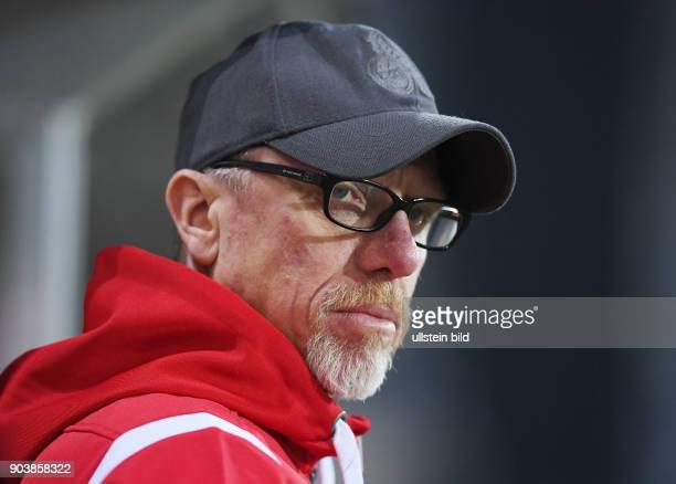 Fussball 1 Bundesliga Saison 2016/2017 20 Spieltag SC Freiburg 1 FC Koeln Trainer Peter Stoeger nachdenklich