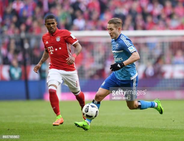 Fussball 1 Bundesliga Saison 2016/2017 22 Spieltag FC Bayern Muenchen Hamburger SV Lewis Holtby gegen Douglas Costa