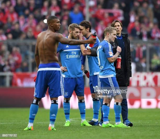 Fussball 1 Bundesliga Saison 2016/2017 22 Spieltag FC Bayern Muenchen Hamburger SV Enttaeuschung Hamburger SV Walace Aaron Hunt Albin Ekdal und Lewis...