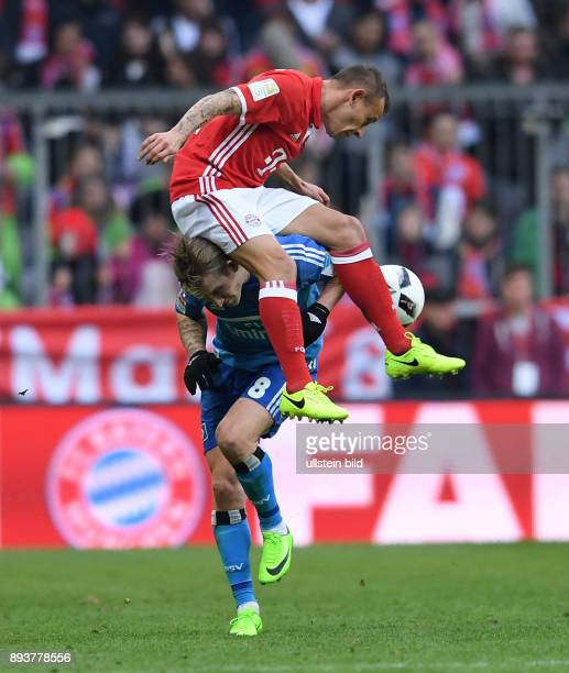 Fussball 1 Bundesliga Saison 2016/2017 22 Spieltag FC Bayern Muenchen Hamburger SV Lewis Holtby gegen Rafinha