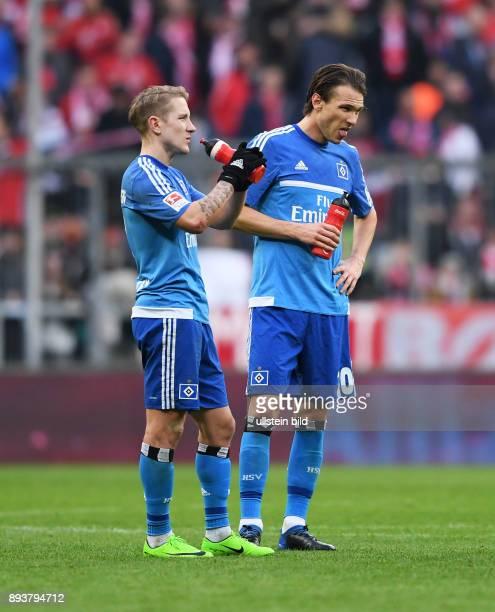 Fussball 1 Bundesliga Saison 2016/2017 22 Spieltag FC Bayern Muenchen Hamburger SV Enttaeuschung Hamburger SV Lewis Holtby und Albin Ekdal