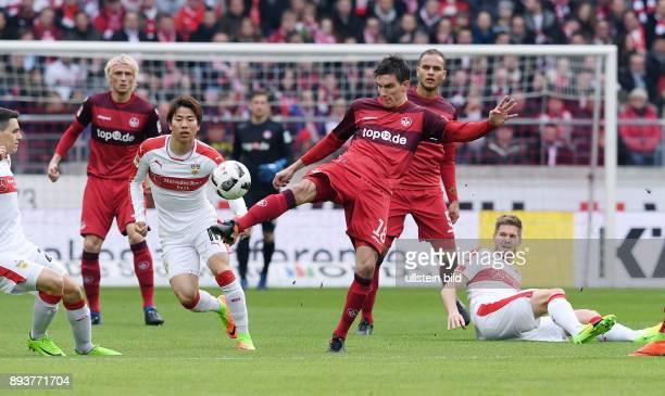 Fussball 1 Bundesliga Saison 2016/2017 22 Spieltag VfB Stuttgart 1 FC Kaiserslautern Christoph Moritz gegen Takuma Asano